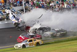 Last lap crash: Kyle Larson, Parker Kligerman and Brian Scott crash