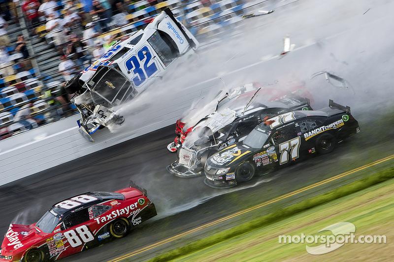 Last lap crash: Kyle Larson, Parker Kligerman, Justin Allgaier, Dale Earnhardt Jr. and Brian Scott crash