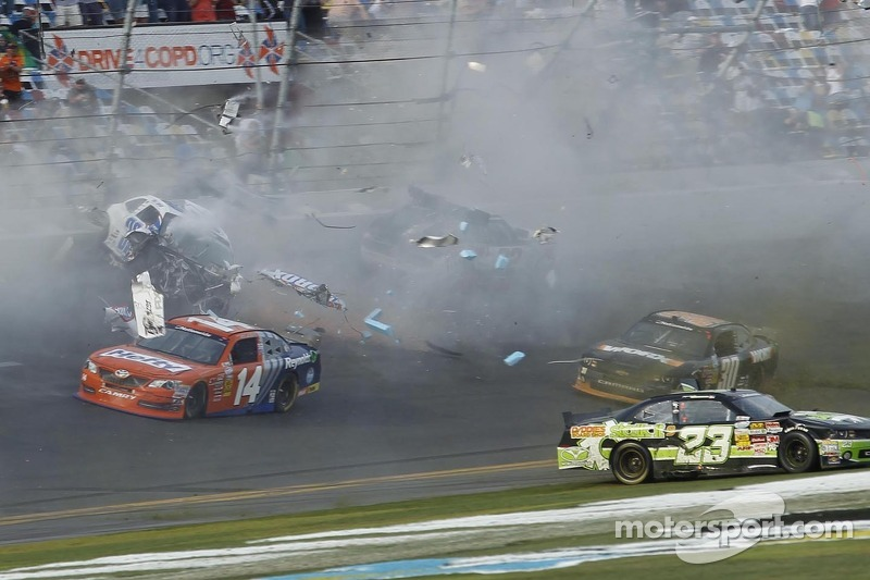 Last lap crash: Kyle Larson crashes into the catch fence