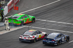 Danica Patrick, Stewart-Haas Racing Chevrolet, Greg Biffle, Roush Fenway Racing Ford and Jimmie Johnson, Hendrick Motorsports Chevrolet head back to track