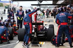 Daniel Ricciardo, Scuderia Toro Rosso STR8 practice pit stops