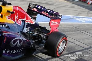 Sebastian Vettel, Red Bull Racing RB9 rear suspension and rear wing running sensor equipment