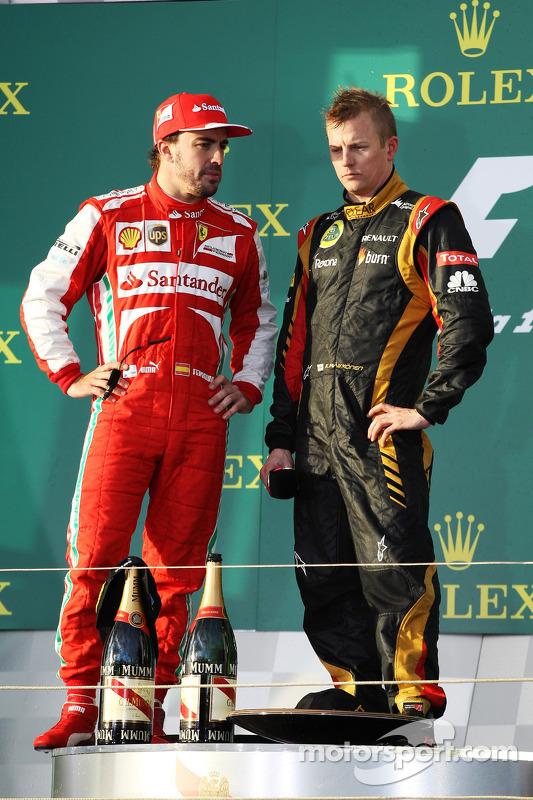 (Da esquerda para direita): Fernando Alonso, Ferrari, no pódio