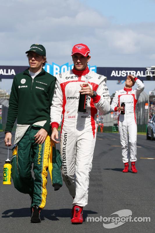 (Da esquerda para direita): Charles Pic, Caterham e Jules Bianchi, Marussia F1 Team, no desfile dos pilotos