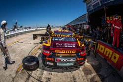Pit stop #30 NGT Motorsport Porsche 911 GT3 Cup: Henrique Cisneros, Marco Seefried, Sean Edwards