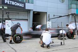 Sauber practices pitstops