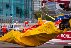 Damaged car of EJ Viso, Team Venezuela / Andretti Autosport / HVM Chevrolet