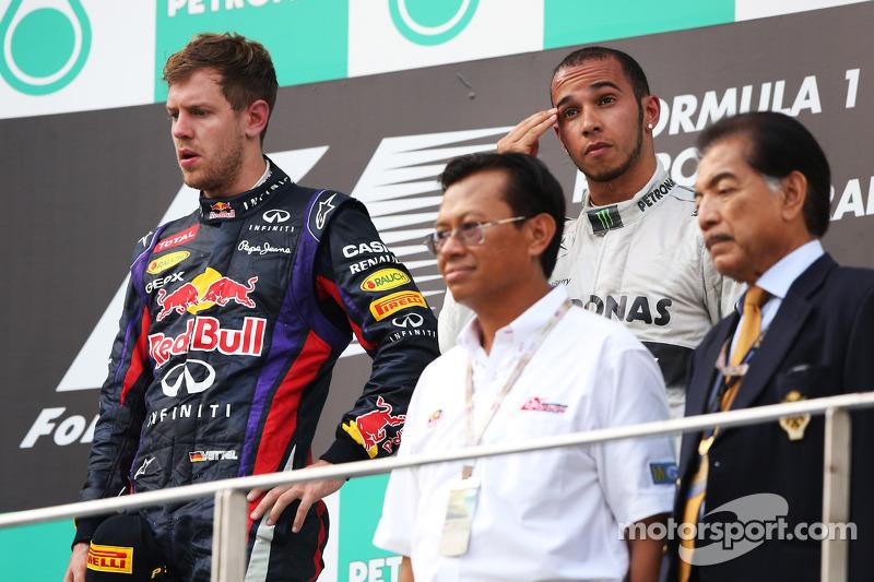 Льюис Хэмилтон и Себастьян Феттель. ГП Малайзии, Воскресенье, после гонки.