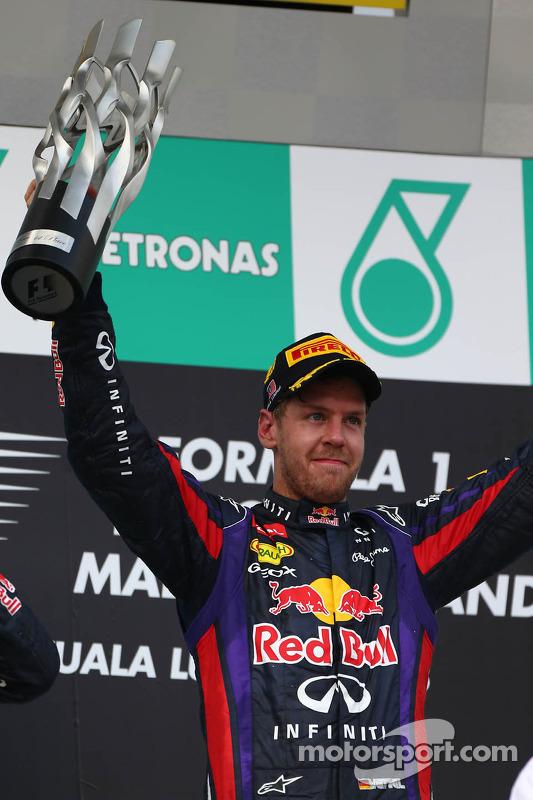 pódio: vencedor Sebastian Vettel, Red Bull Racing