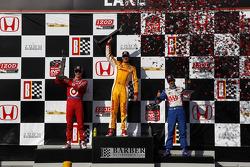 Victory circle: race winner Ryan Hunter-Reay, Andretti Autosport Chevrolet