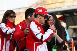 Fernando Alonso, Ferrari assina autógrafos para os fãs