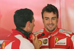 Fernando Alonso, Ferrari with Andrea Stella, Ferrari Race Engineer