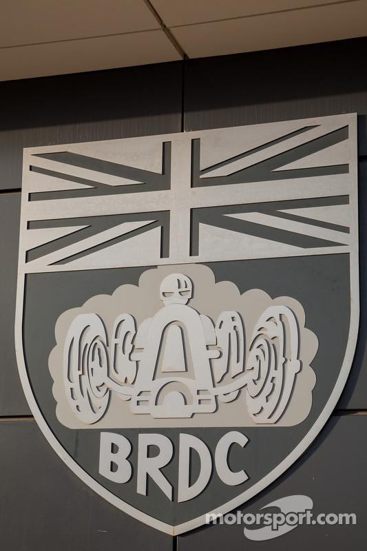 BRDC Emblem enfeitando The Wing em Silverstone