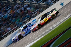Brian Vickers, Joe Gibbs Racing Toyota en Greg Biffle, Roush Fenway Racing Ford