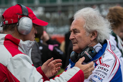 Dr. Wolfgang Ullrich and Hughes de Chaunac chat on the starting grid