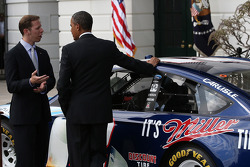 President Barack Obama met 2012 series kampioen Brad Keselowski