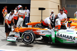 Adrian Sutil, Sahara Force India VJM06 and Paul di Resta, Sahara Force India VJM06 in the pits at the end of the third practice session