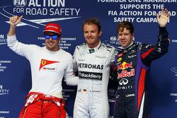 Fernando Alonso, Ferrari, tercero; Ganador de la pole position Nico Rosberg, Mercedes AMG F1 y Sebastian Vettel, Red Bull Racing, segundo