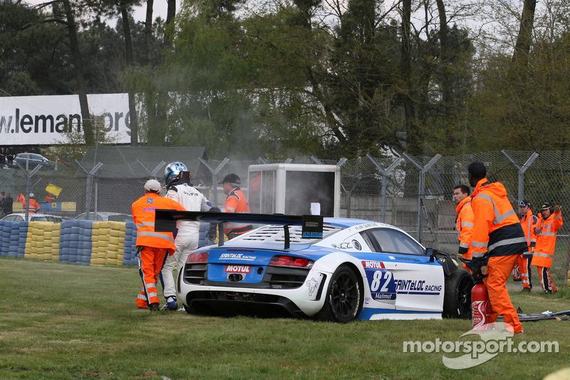 Crash voor #82 Team Saintéloc Racing BR Performance Audi R8 LMS Ultra: Jean-Marc Quintois, Mathieu Jaminet