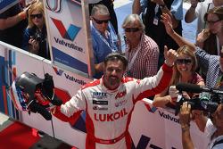 Race winner Yvan Muller, Chevrolet Cruze 1.6T, RML