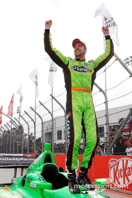 O vencedor James Hinchcliffe, Andretti AutoSport Chevrolet