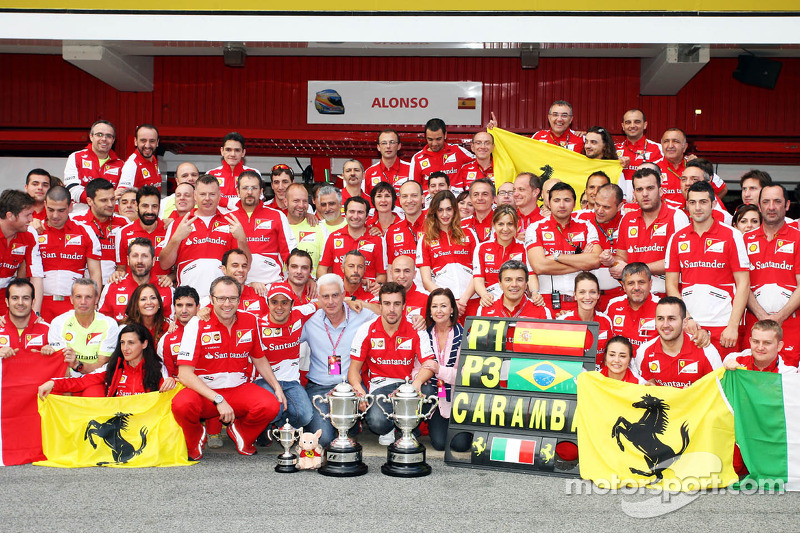 Святкування у Ferrari з приводу перемоги Фернандо Алонсо і третього місця Феліпе Масси