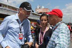 Dr. Dieter Zetsche, Daimler AG CEO, com Niki Lauda, presidente não executivo da Mercedes, no grid