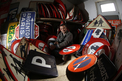 Fernando Costa, artiste chargé de réaliser la Art Car de OAK Racing