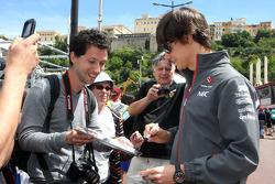 Esteban Gutierrez, Sauber signeert voor de fans
