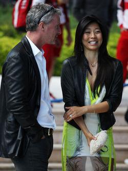 Eddie Irvine, no Salão Amber Fashion Show