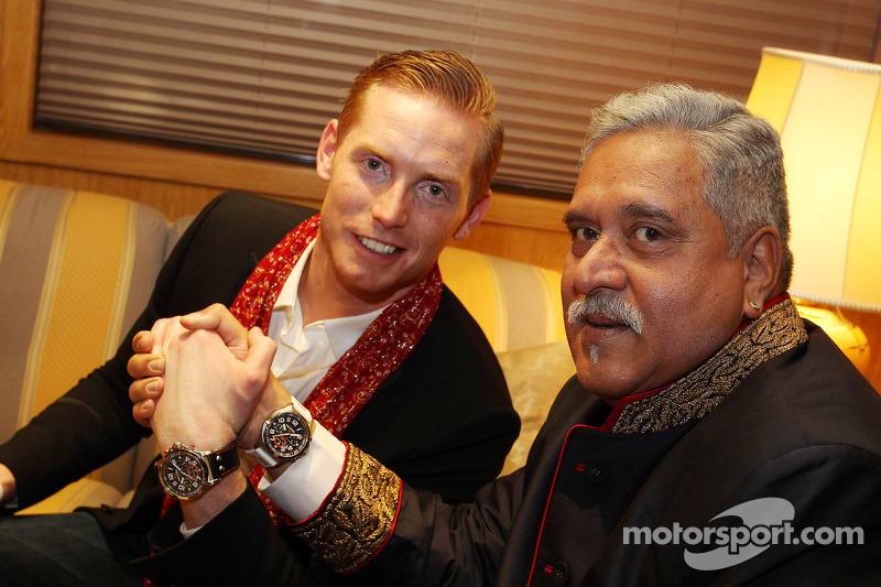 (L naar R): Jordy Cobelens, CEO TW Steel met Dr. Vijay Mallya, Eigenaar Sahara Force India F1 bij de Signature F1 Monaco Party