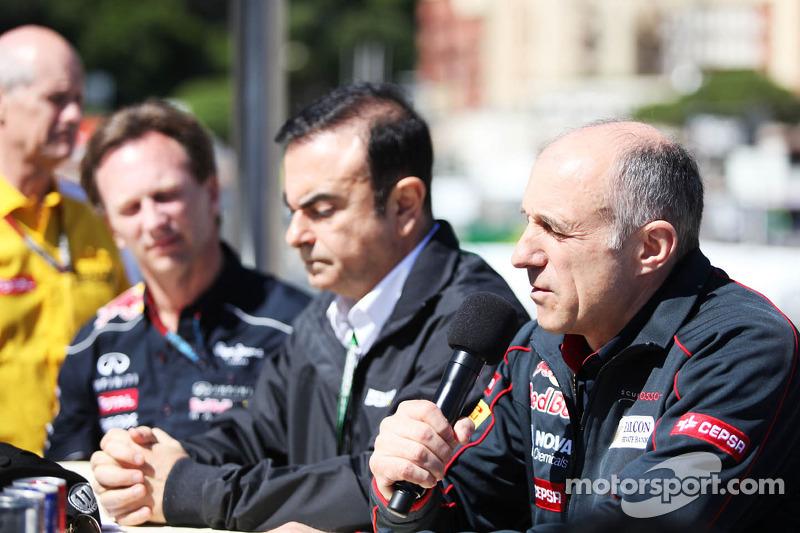 (L naar R): Christian Horner, Teambaas Red Bull Racing met Carlos Ghosn, directeur van Renault en Franz Tost, Teambaas Scuderia Toro Rosso