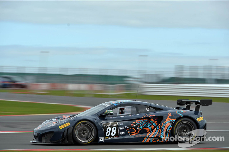 #88 Von Ryan Racing McLaren MP4-12C: Leon Price, Jordan Grogor, Rob Barff