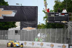 Mike Conway, Dale Coyne Racing Honda takes the win