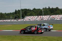 Rene Munnich, SEAT Leon WTCC, Münnich Motorsport and James Nash, Chevrolet Cruze 1.6 T, Bamboo Engineering
