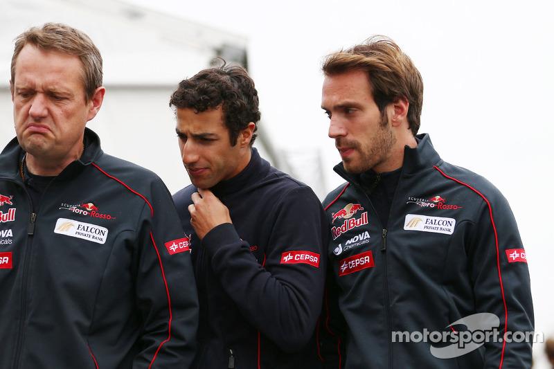 (L to R): Steve Nielsen, Scuderia Toro Rosso Sporting Director with Daniel Ricciardo, Scuderia Toro Rosso and Jean-Eric Vergne, Scuderia Toro Rosso