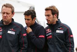 (L naar R): Steve Nielsen, Scuderia Toro Rosso Sporting Director met Daniel Ricciardo, Scuderia Toro Rosso en Jean-Eric Vergne, Scuderia Toro Rosso