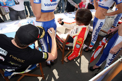 (L-D) Pepe Oriola, SEAT Leon WTCC, Tuenti Racing and Fernando Monje, SEAT Leon WTCC, Campo Racing