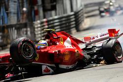 Hard crash for Felipe Massa, Ferrari F138
