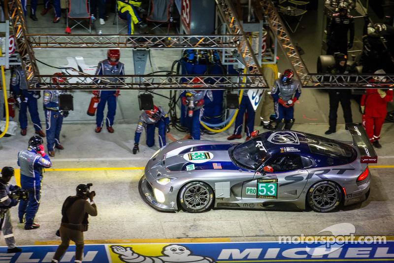 Pit stop for #53 SRT Motorsports Viper SRT GTS-R: Ryan Dalziel, Dominik Farnbacher, Marc Goossens