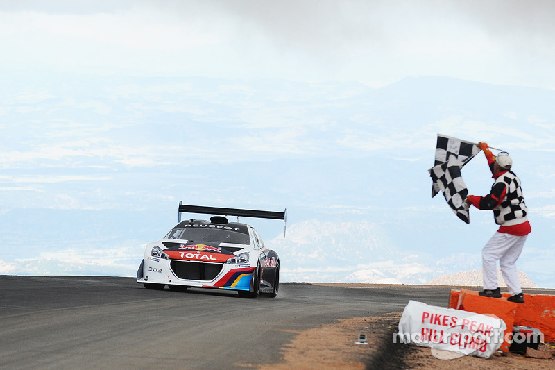 #208 Peugeot 208 T16 Pikes Peak: Sébastien Loeb takes the checkered flags