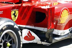 Vieze Ferrari F138 van Fernando Alonso Ferrari in parc ferme