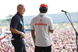 Tony Jardine ve Sergio Perez McLaren, Yarış sonrası concert