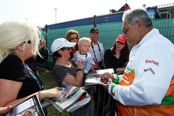 Dr Vijay Mallya Sahara Force India F1 Team Owner signs autographs for the fans