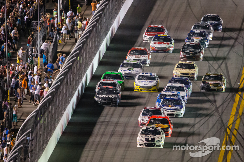 Jimmie Johnson, Hendrick Motorsports Chevrolet leads the field to the checkered flag