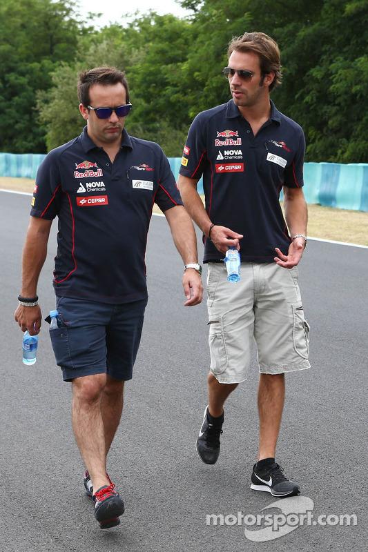 Jean-Eric Vergne, Scuderia Toro Rosso anda pelo circuito