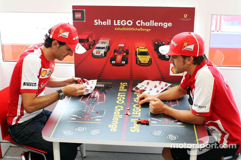 (L naar R): Pedro De La Rosa, Ontwikkelingsrijder Ferrari en Fernando Alonso, Ferrari spelen de Ferrari Shell Lego Challenge