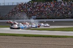 Start: #10 Wayne Taylor Racing Corvette DP: Max Angelelli, Jordan Taylor leads
