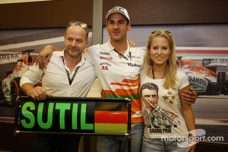 Adrian Sutil, Sahara Force India F1 viert zijn 100e GP met vriendin Jennifer Becks en manager Manfred Zimmerman, CMG