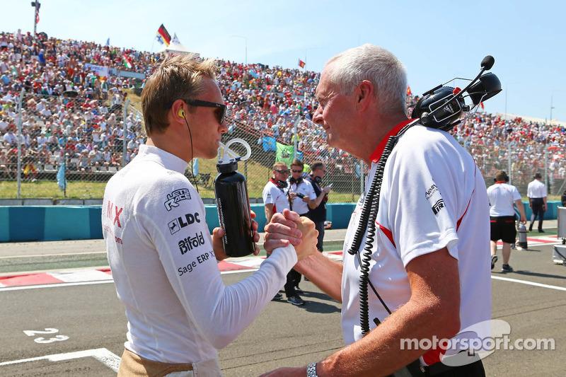 (L naar R): Max Chilton, Marussia F1 Team met John Booth, Teambaas Marussia F1 Team op de grid